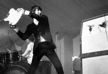 Pete Townshend destruyendo su guitarra